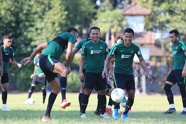 Bầu không khí vui nhộn trên sân tập dường như cho thấy, Indonesia bỏ lại sau lưng 3 trận đại bại để hướng đến cuộc đọ sức với ĐT Việt Nam với tinh thần cao độ
