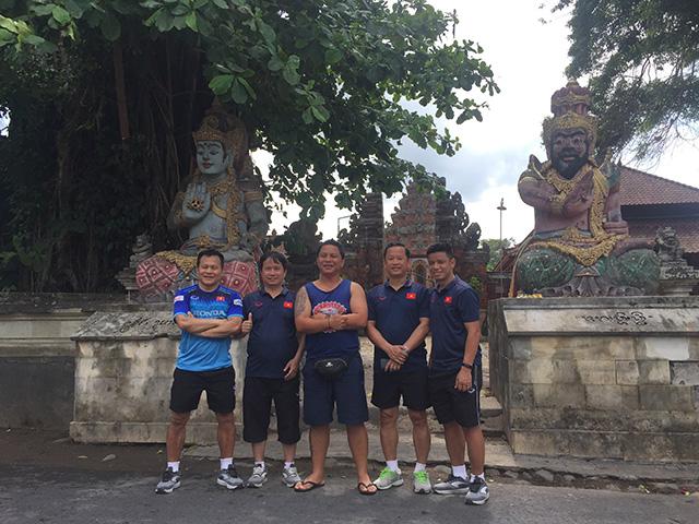 Và tranh thủ chụp hình lưu niệm ở ngôi chùa ngay cạnh khách sạn