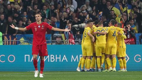 Hàng thủ lỏng lẻo khiến Bồ Đào Nha sớm thủng lưới