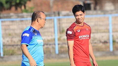 Công Phượng không ra sân trận gặp Indonesia vì chấn thương khi khởi động
