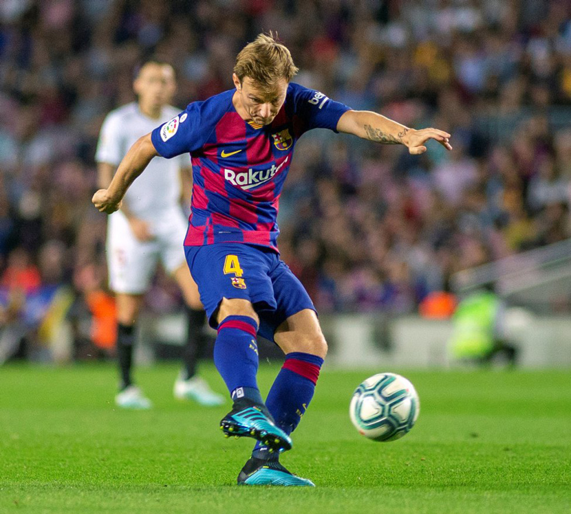 Tiền vệ: Ivan Rakitic (31 tuổi, Barca, 35 triệu euro)