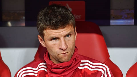 Overmars mời Mueller gia nhập Ajax