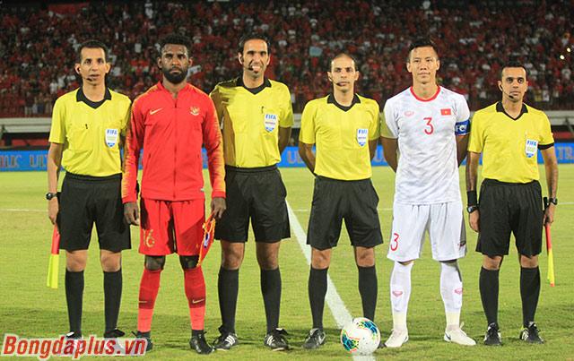 Đội tuyển Việt Nam (trắng) hành quân đến Indonesia với quá khứ không thực sự ủng hộ. Việt Nam chưa từng thắng Indonesia trên sân đối phương 28 năm qua. Trong 20 năm qua, Việt Nam cũng chưa từng thắng Indonesia ở một giải chính thức