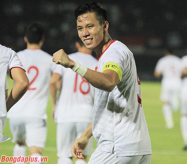 Trước đó khi gặp Malaysia, Ngọc Hải kiến tạo cho Quang Hải ghi bàn. Ở trận này, anh trực tiếp lập công