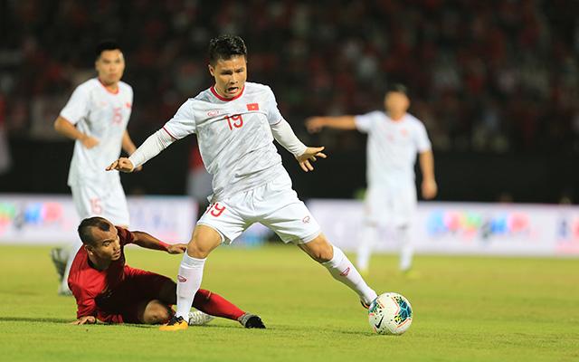 """Gây khó khăn cho Văn Hậu, nhưng trước một cầu thủ """"đồng cân đồng lạng"""" nhưng đầy tinh quái như Quang Hải, Riko đã bị khuất phục. Tuy vậy, tiền vệ này vẫn là cái tên chơi ấn tượng nhất bên phía Indonesia trong trận đấu với Việt Nam khi tạo ra cơ hội để đồng đội ghi bàn thắng danh dự cuối trận"""