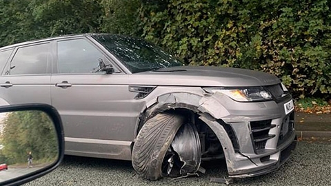 Aguero gặp tai nạn trên đường đến sân tập của Man City