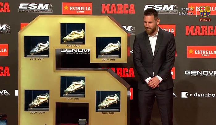 Ở La Liga mùa trước, Lionel Messi đã ghi được 36 bàn thắng. Anh đã về nhất trong cuộc đua Giày vàng châu Âu (Golden Shoe), hơn 3 bàn so với Kylian Mbappe. Tuy vậy, phải tới ngày hôm qua, sau đợt tập trung ĐTQG ở tháng 10/2019, ngôi sao người Argentina mới được trao tặng danh hiệu này