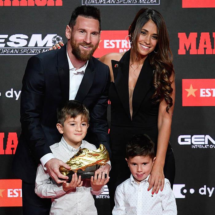Buổi lễ vinh danh Messi đã được tổ chức tại khách sạn Antigua Fabrica Estrella Damm (Barcelona). Tới dự sự kiện này, Messi còn dẫn theo cả gia đình gồmcô vợ Antonella Roccuzzo và 2 cậu con trai là Thiago và Mateo
