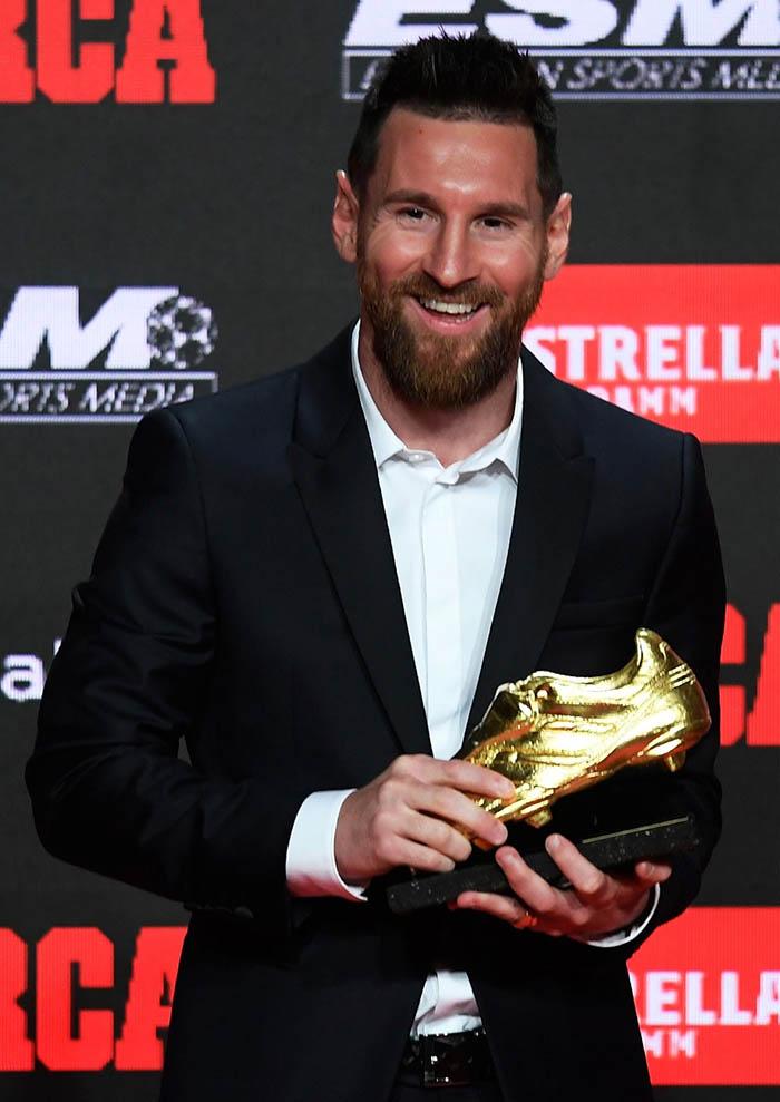 Theo thống kê, đây là lần thứ 6 anh sở hữu giải Giày vàng châu Âu và cũng là người đầu tiên đoạt giải thưởng này ở 3 mùa giải liên tiếp