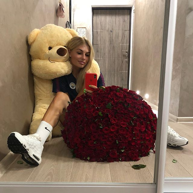 Vlada Shcheglova là nữ phóng viên thể thao nổi tiếng tại Ukraine được nhiều người yêu mến với gương mặt xinh đẹp, vóc dáng gợi cảm