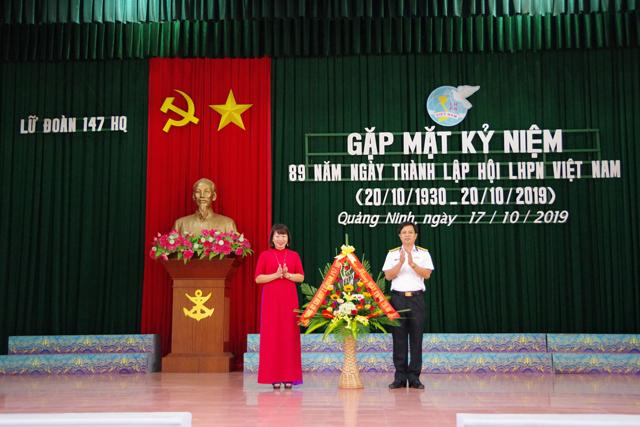 Thượng tá Trần Kim Tuyến, Tặng lãng hoa cho Hội Phụ nữ Lữ đoàn