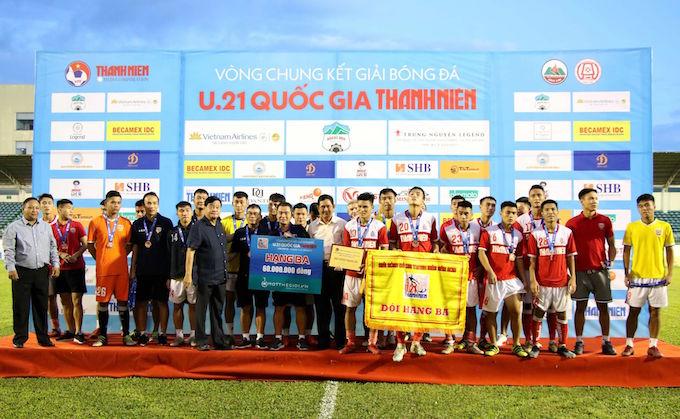 Đội U21 HL Hà Tĩnh giành HCĐ của giải. Ảnh: Nhã Uyên