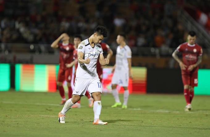 Niềm vui của Văn Thanh khi ghi bàn thắng cho HAGL. Ảnh: Quốc An