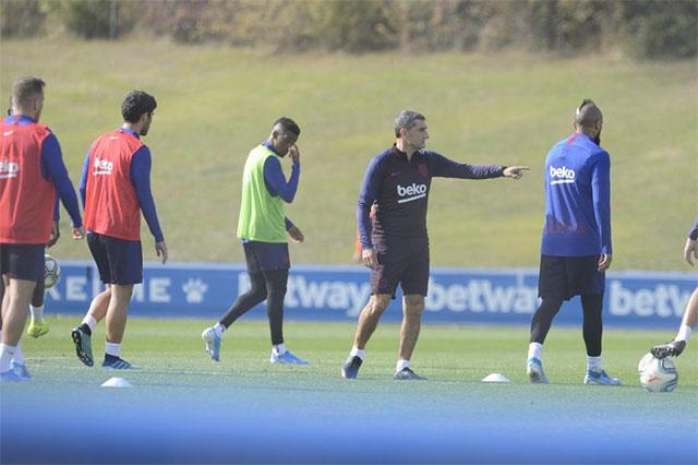 HLV Valverde đang phải chịu sức ép không nhỏ