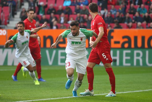Augsburg 2-2 Bayern: Lewandowski và Gnabry tỏa sáng, Hùm xám vẫn bất thắng
