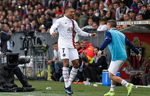 Mbappe vào sân từ ghế dự bị và ghi bàn
