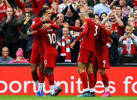Klopp thách thức các cầu thủ Liverpool đánh bại M.U