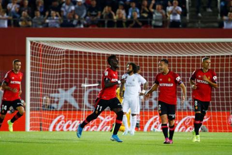Real nhận thất bại trước Mallorca và để mất ngôi đầu bảng