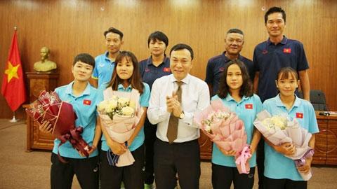 Lãnh đạo VFF chúc mừng các ĐTQG nữ nhân ngày Phụ nữ Việt Nam