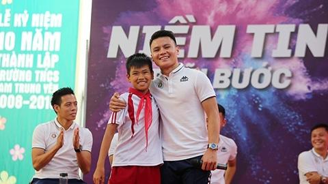 Quang Hải từng khóc nhè suốt 2 tuần khi mới đi đá bóng