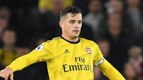 Xhaka phê phán Evra lộng ngôn khi nói về Arsenal