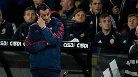Emery tố Arsenal bị VAR bỏ qua một quả phạt đền