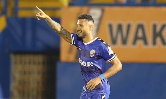 Niềm vui của Wander Luiz khi ghi bàn cho B.Bình Dương. Ảnh: Quốc An