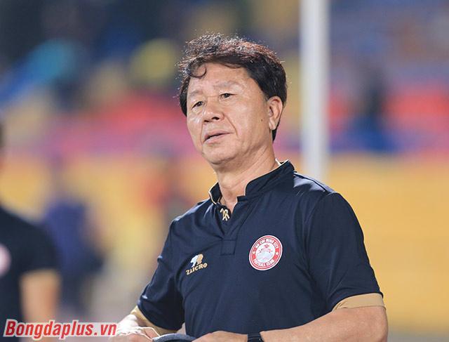 HLV Chung Hae Soung cố kìm nén nỗi buồn