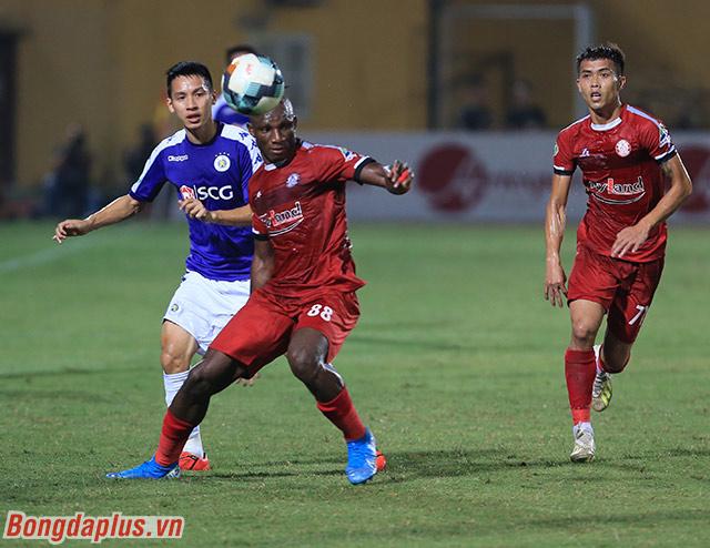 TP.HCM (đỏ) bước vào trận bán kết Cúp Quốc gia 2019 trước Hà Nội FC trên sân Hàng Đẫy vào chiều nay với quyết tâm giành chiến thắng