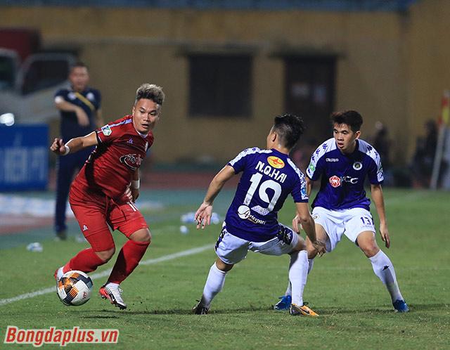 Sự hiện diện của Phi Sơn bên phía TP.HCM không thể giúp đội bóng này có được bàn thắng vào lưới Minh Long