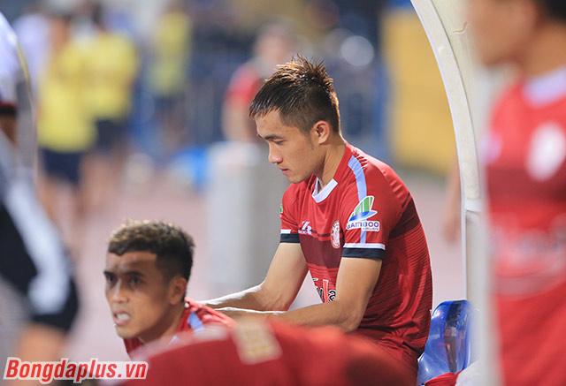Nỗi buồn của cầu thủ TP.HCM sau khi thua 0-3 trước Hà Nội FC