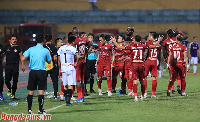 HLV Chung Hae Soung dặn các cầu thủ bình tĩnh và trở lại sân thi đấu