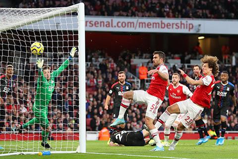 Arsenal 2-2 Crystal Palace: Cay đắng vì VAR, Pháo thủ đánh rơi 2 điểm