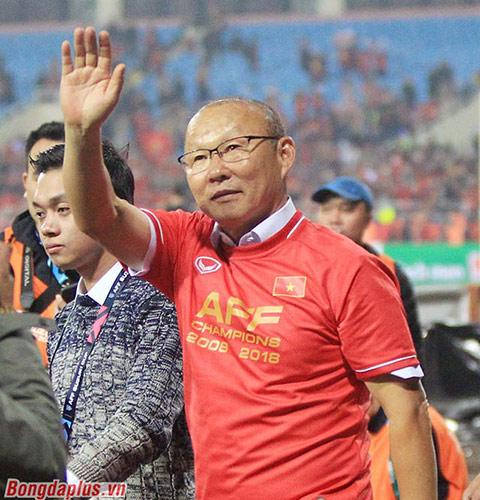 HLV Park Hang Seo giúp Việt Nam vô địch AFF Cup 2018 - Ảnh: Minh Tuấn