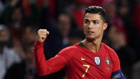 Ronaldo tặng quà đặc biệt cho đội bóng nữ Bồ Đào Nha