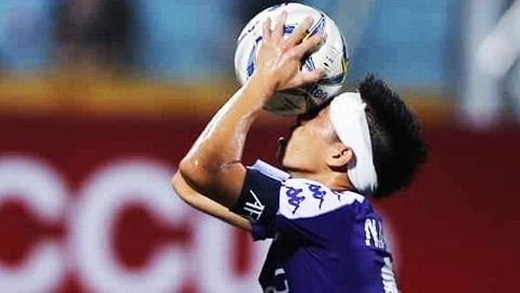 Hà Nội FC tặng 100 quả bóng có chữ ký của các ngôi sao ĐT Việt Nam cho NHM