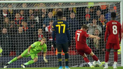 Thủ quân James Milner ghi bàn trên chấm 11m ở những phút cuối hiệp 1