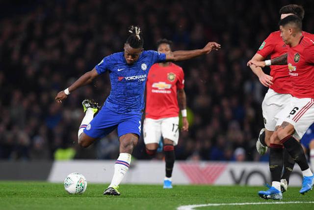 Batshuayi gỡ hòa cho Chelsea ở phút 61
