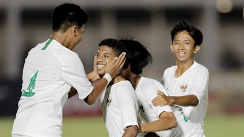 """""""Thần đồng"""" bóng đá Indonesia tử nạn vì động đất"""