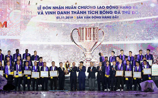 Các cầu thủ đội bóng Thủ đô được nhận những phần thưởng cực kỳ xứng đáng sau mùa giải thành công nhất trong lịch sử