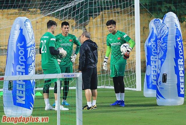 HLV Park Hang Seo dặn dò kỹ càng 3 thủ môn của đội tuyển Việt Nam