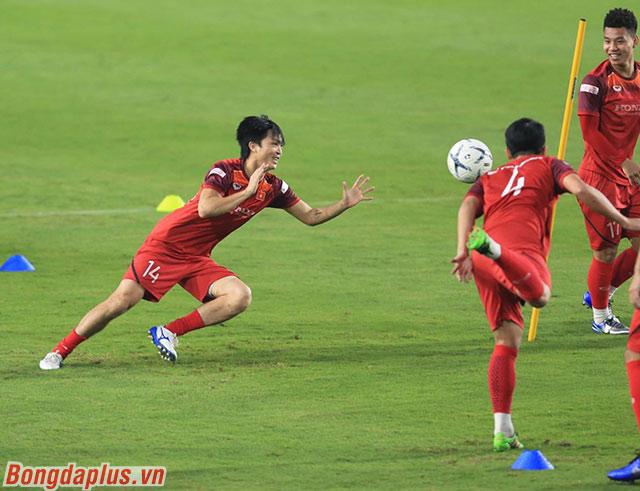 HLV Park Hang Seo yêu cầu các cầu thủ Việt Nam lần lượt làm thủ môn. Trong đó Tuấn Anh là người được lựa chọn