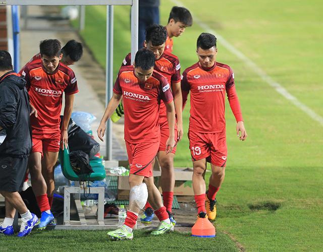 Quang Hải và nhóm cầu thủ vừa lên tập trung được phép thả lỏng rồi nghỉ sớm. Đây cũng là điều dễ hiểu bởi họ vừa trải qua trận đấu căng thẳng ở chung kết Cúp QG cách đây ít ngày