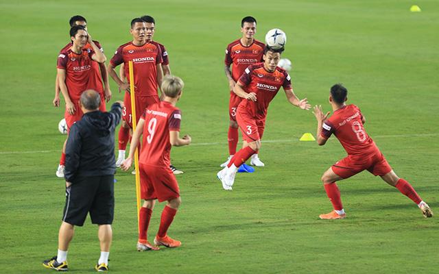 Nhóm cầu thủ còn lại thì tham gia những trò chơi vận động với bóng như thường lệ