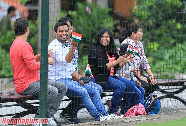 Các CĐV người Ấn Độ đến cổ vũ cho đội khách