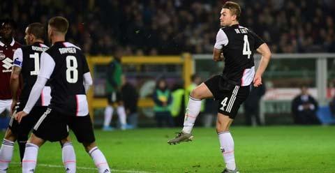 De Ligt là người hùng của Juventus