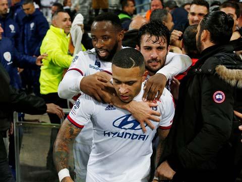 Vòng 12 Ligue 1: Depay cứu rỗi Lyon