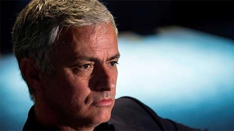 Mourinho ăn tối cùng sếp sòng Arsenal, ghế HLV của Emery bị đe dọa