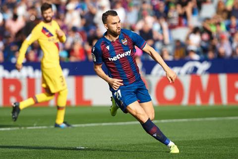 Borja Mayoral có bàn thắng đáng nhớ vào lưới Barca