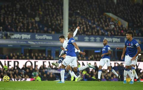 Dele Alli ghi bàn mở tỷ số cho Tottenham trong hiệp 2